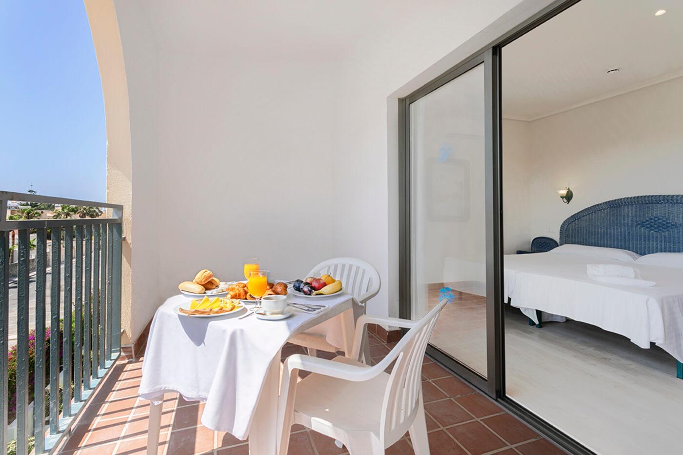 Habitación doble terraza Hotel Roquetas Beach